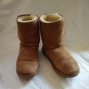 Tan classic Ugg boots